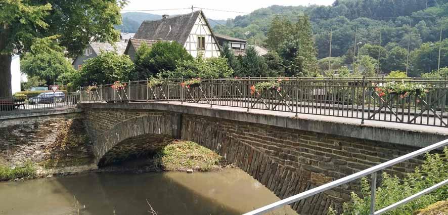 Blumenkästen Gelbachbrücke